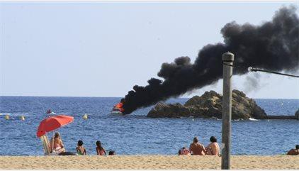 Un yate se incendia y se hunde sin heridos en la costa de Blanes (Girona)