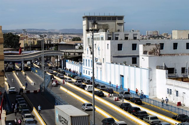 Paso de Beni Enzar en la frontera de Melilla entre España y Marruecos