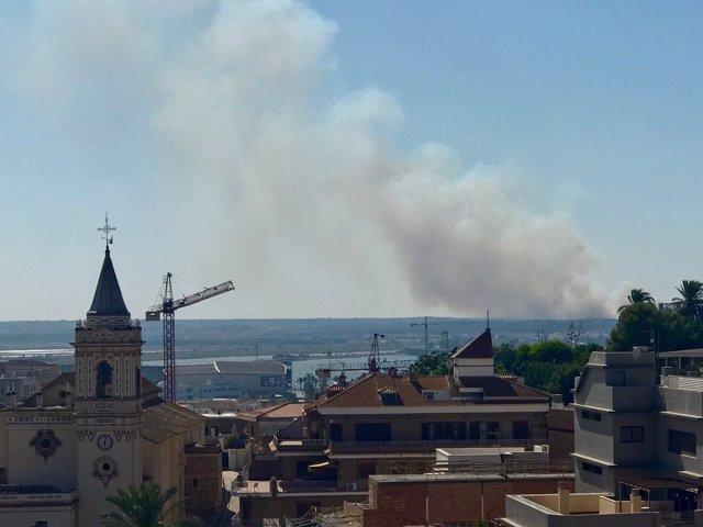 Imagen del incendio declarado en Gibraleón (Huelva)