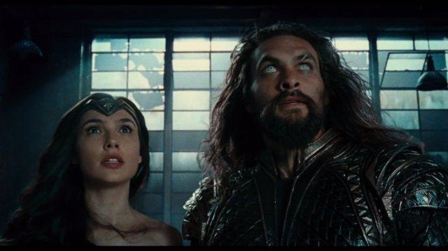 Aquaman y Wonder Woman en La Liga de la Justicia