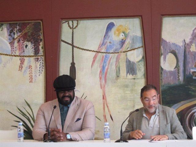 Gregory Porter con el responsable de comunicación del festival Jesús Torquemada.