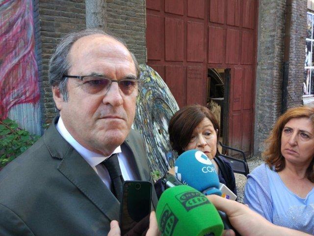 Ángel Gabilondo y Carmen Martínez Ten, en declaraciones a los medios