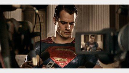 La Liga de la Justicia y el bigote de Superman