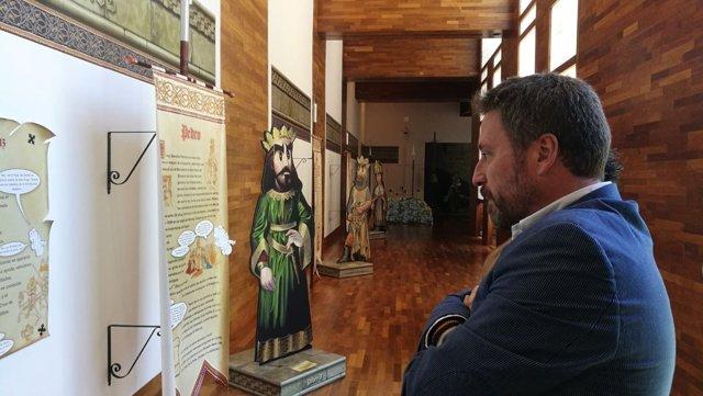 Soro ha visitado la exposición en San Juan de la Peña