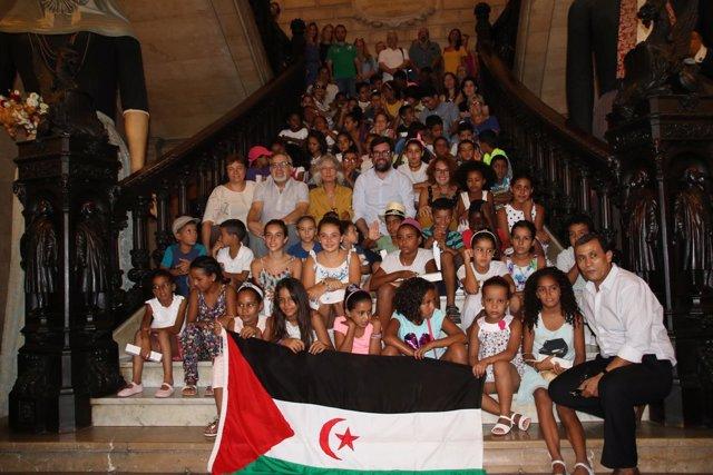 Noguera con niños saharauis