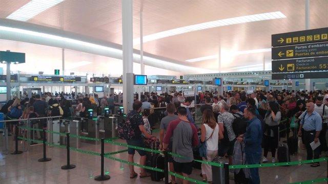Control de pasajeros en el Aeropuerto de El Prat de Barcelona