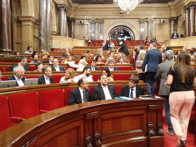 Turull, Junqueras y Puigdemont en el Pleno del Parlament