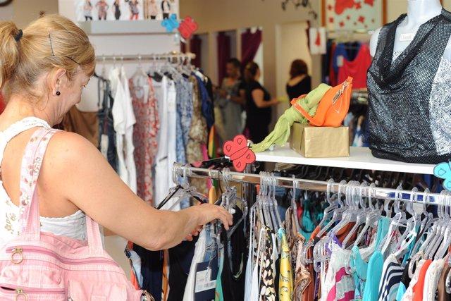 Las ventas del comercio minorista en Baleares moderan su avance al 4,9% en junio