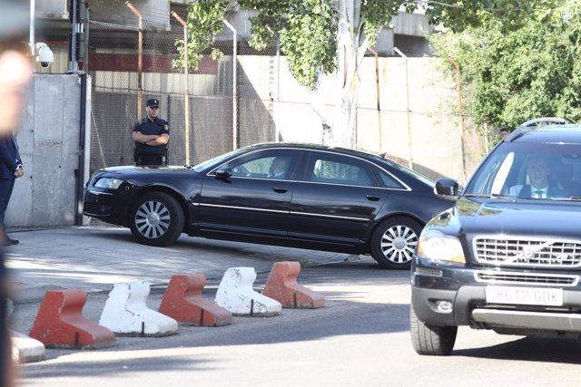 Rajoy entra en coche por el garaje a la Audiencia Nacional