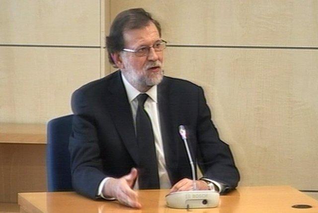 Rajoy niega conocer una caja B y sobresueldos