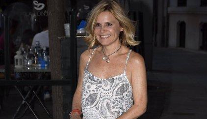 Eugenia Martínez de Irujo no quiere saber nada del mundo del toro y envía la pregunta a Lourdes Montes