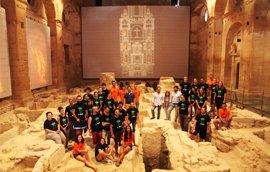 Jóvenes de diferentes países participan en el campo de trabajo de la Fortaleza de la Mota, en Alcalá la Real (Jaén)