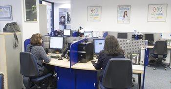 Los Reyes visitan hoy las instalaciones del Servicio Telefónico 016 de atención a víctimas de violencia de género