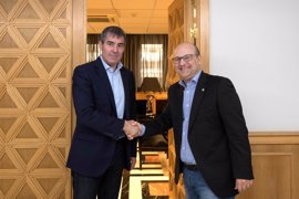 Clavijo recibe al gran maestre de la Gran Logia de España Óscar de Alfonso
