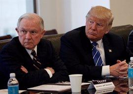 Trump critica a Sessions por no apartar al director en funciones del FBI