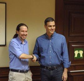 PSOE y Podemos registran una petición para forzar a Rajoy a acudir al Congreso por 'Gürtel' este verano
