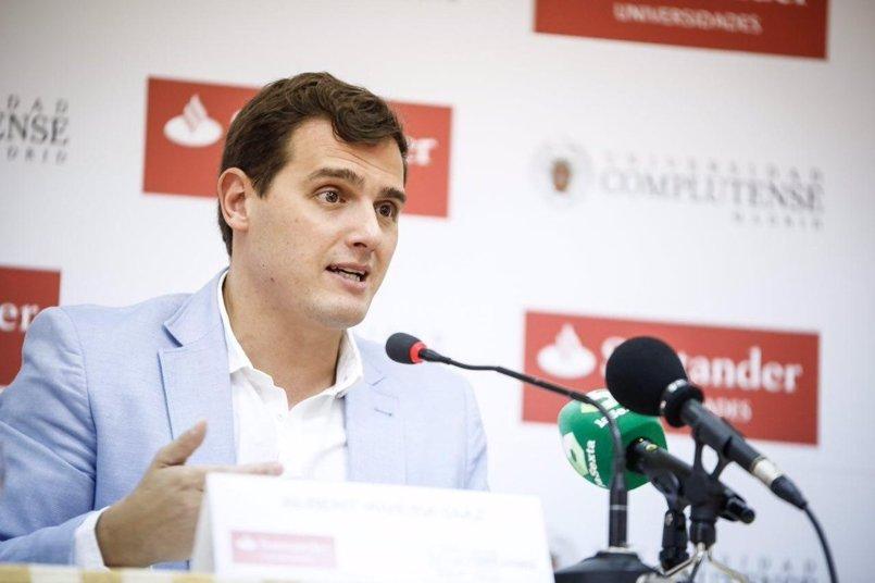 """Albert Rivera: """"El barco del separatismo se hunde y Puigdemont quiere llevar a Cataluña a las rocas"""""""