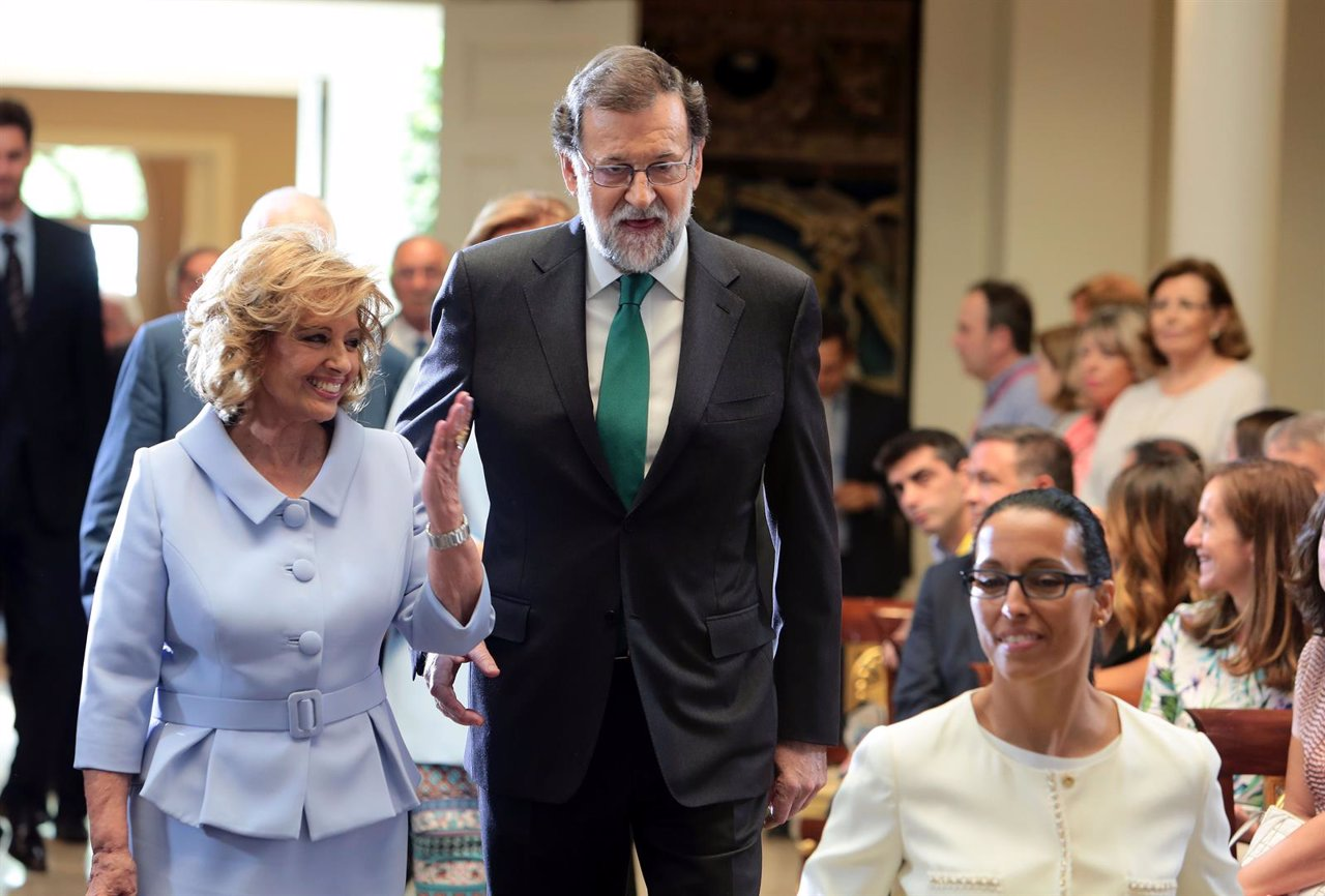 María Teresa Campos recibe la Medalla al Mérito en el Trabajo y anuncia su regreso
