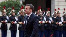 Macron proposa crear a Líbia centres per fer un primer sedàs entre refugiats i immigrants (BENOIT TESSIER)