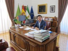"""Reyes: """"La dirección provincial del PP va en dirección contraria a la que van la mayor parte de sus alcaldes"""""""