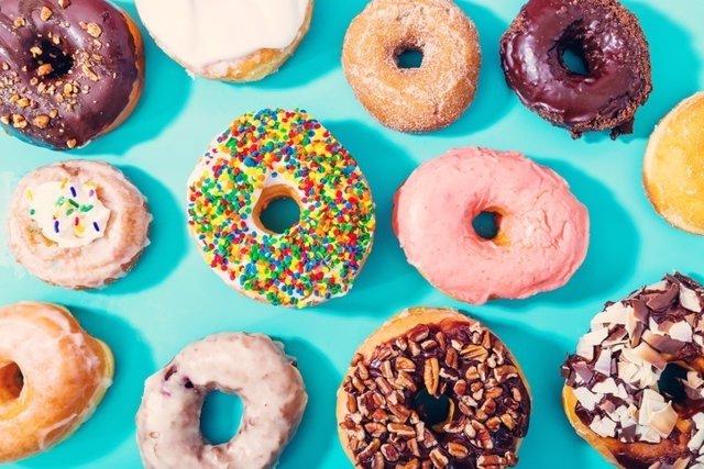 Rosquillas, donuts, azucar, grasas