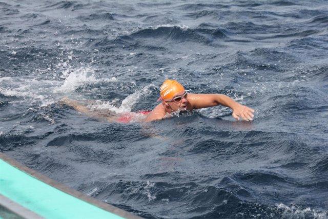 Jorge Crivillés logra cruzar el Canal de Tsugaru en favor de los pacientes con c