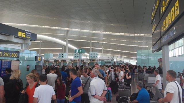 Nuevas colas para pasar los filtros de seguridad en el Aeropuerto