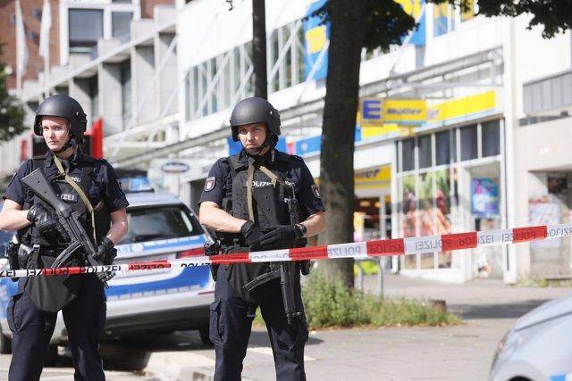 Policía en Hamburgo tras un ataque de un hombre con cuchillo