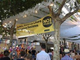 Vilafranca, Pollença, Llubí, Porto Colom y Santanyí se suman a la campaña del Consell y cuelgan la pancarta 'No i Punt!'