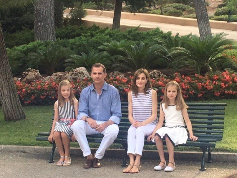 Los Reyes y sus hijas realizarán su tradicional posado ante la prensa el lunes en los jardines del Palacio de Marivent