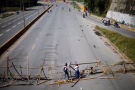 Barricadas en Caracas en el inicio de las protestas opositoras de este viernes
