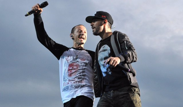 Chester Bennington y Mike Shinoda durante un concierto de Linkin Park