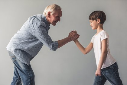 Cuidar de los nietos ayuda a prevenir el Alzhéimer
