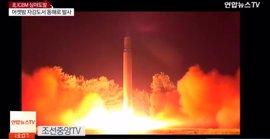 La televisión norcoreana emite imágenes del lanzamiento del nuevo misil intercontinental