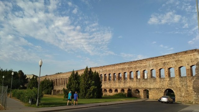 Acueducto de San Lázaro de Mérida.