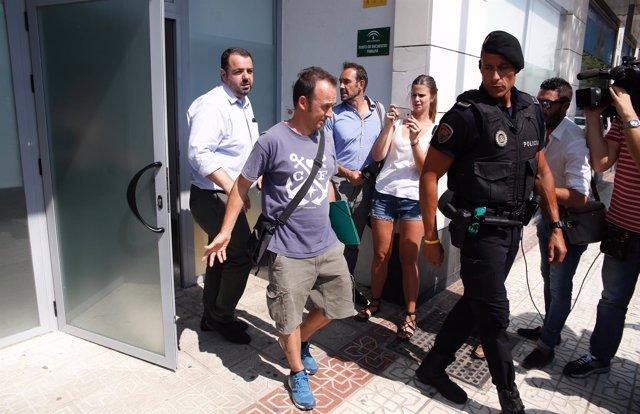 El exmarido de Juana Rivas y padre de los menores sale del punto de encuentro