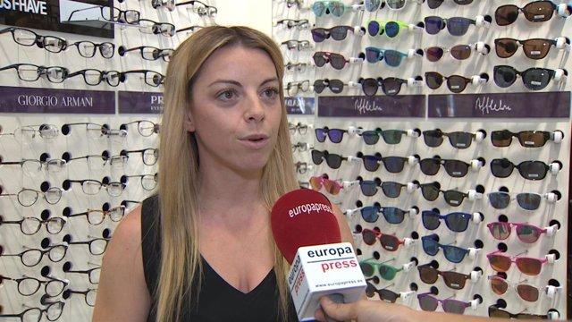 La Óptico-Optometrista de la Fundación ALAIN AFFLELOU, Elvira Jiménez.