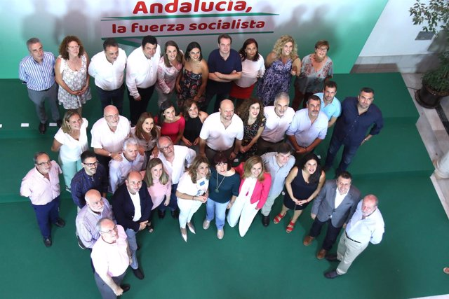Susana Díaz, con la nueva Ejecutiva Regional del PSOE-A
