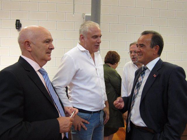 Sánchez Quero hablando con Miramón y Compés antes del pleno de la DPZ
