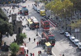 El Ayuntamiento de Barcelona se personará en la causa contra el ataque al Bus Turístic