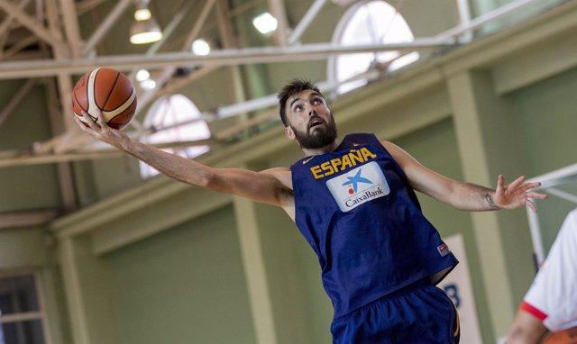 Pierre Oriola entrenando con España