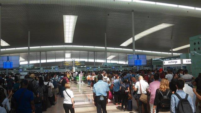 Colas en el control de seguridad del Aeropuerto de Barcelona