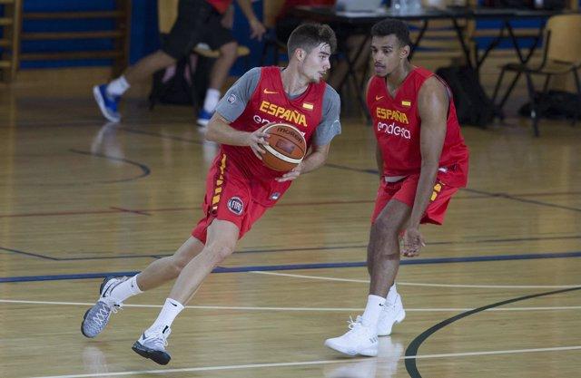 Juancho Hernangómez y Sebas Saiz entrenan con España