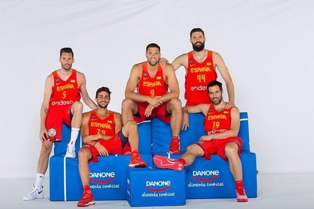 Jugadores de la selección española en el Espacio Danone