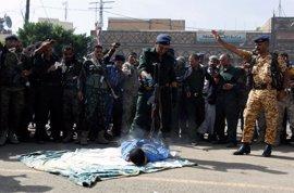 Cientos de personas asisten en Yemen a la ejecución de un hombre acusado de violar y asesinar a una niña