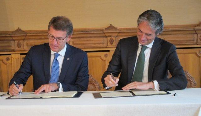 Firma del convenio en materia de vivienda entre Feijóo y De la Serna