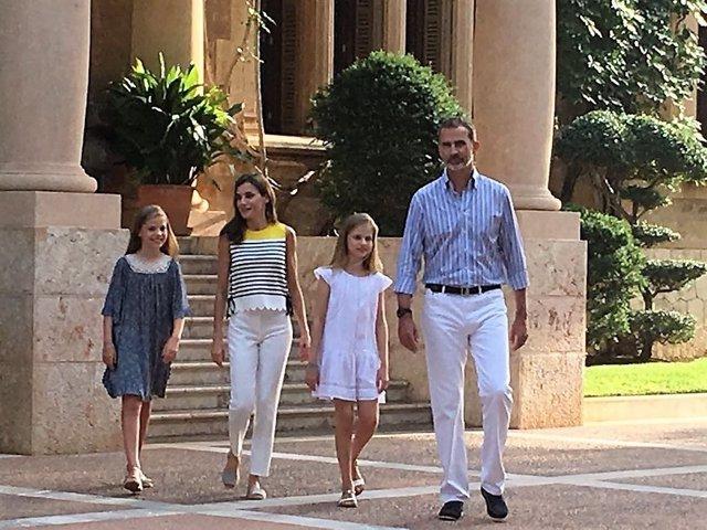 La Familia Real en su tradicional posado en Marivent
