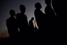 Más de 70 inmigrantes saltan la valla de Ceuta y 15 son trasladados al Hospital
