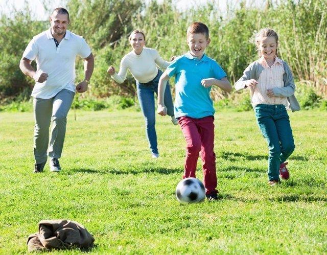 Familia, deporte, niños, niño, pelota