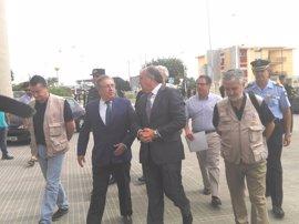 """Zoido rechaza la """"actitud violenta"""" de los asaltantes de la valla fronteriza de Ceuta"""